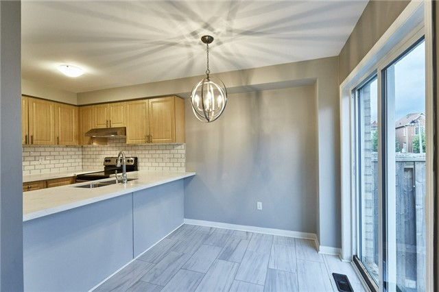 Townhouse at 30 Barkdale Way, Whitby, Ontario. Image 14