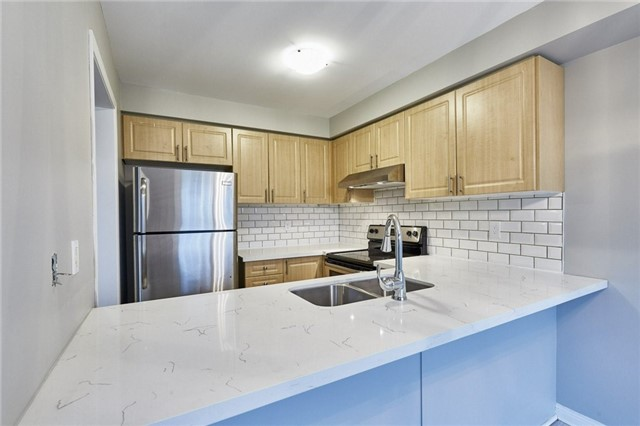 Townhouse at 30 Barkdale Way, Whitby, Ontario. Image 16