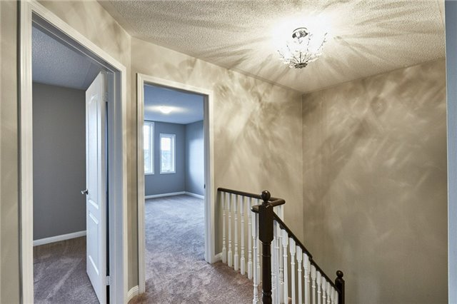 Townhouse at 30 Barkdale Way, Whitby, Ontario. Image 17