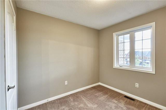 Townhouse at 30 Barkdale Way, Whitby, Ontario. Image 20