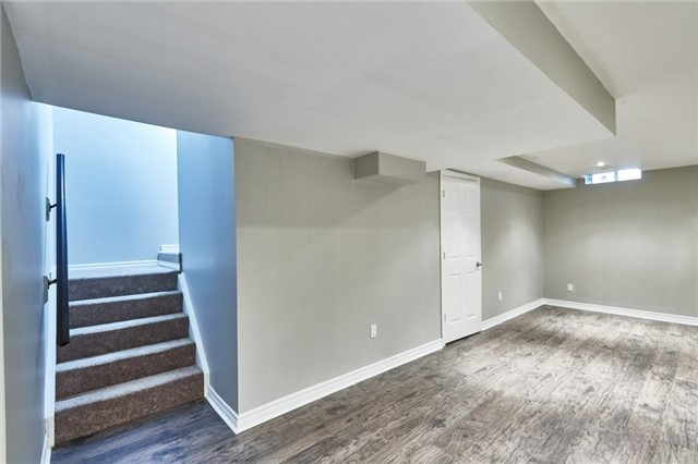 Townhouse at 30 Barkdale Way, Whitby, Ontario. Image 3