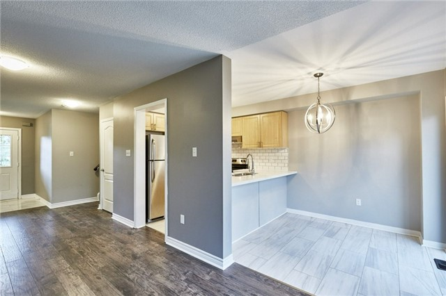 Townhouse at 30 Barkdale Way, Whitby, Ontario. Image 8