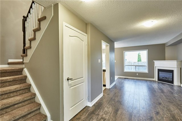 Townhouse at 30 Barkdale Way, Whitby, Ontario. Image 9