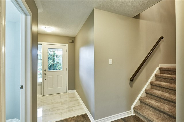 Townhouse at 30 Barkdale Way, Whitby, Ontario. Image 10