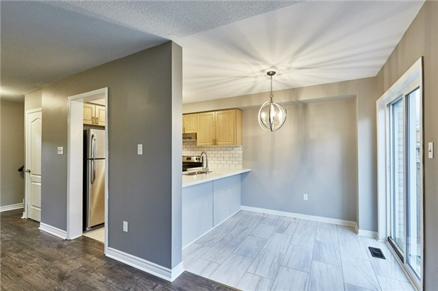 Townhouse at 30 Barkdale Way, Whitby, Ontario. Image 11