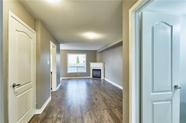 Townhouse at 30 Barkdale Way, Whitby, Ontario. Image 13
