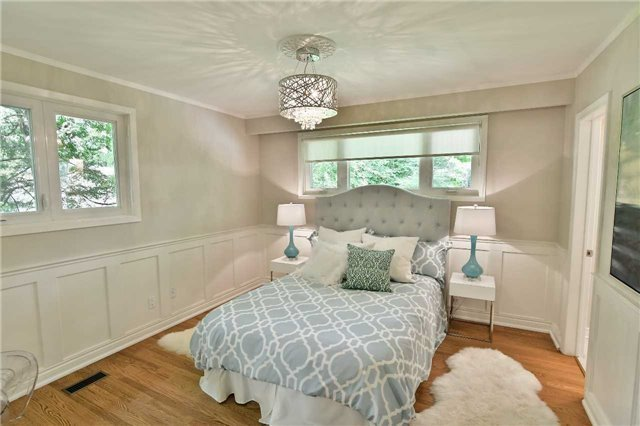 Detached at 15 Acland Cres, Toronto, Ontario. Image 3