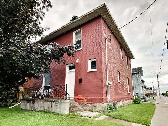 Duplex at 264 Athol St E, Oshawa, Ontario. Image 1