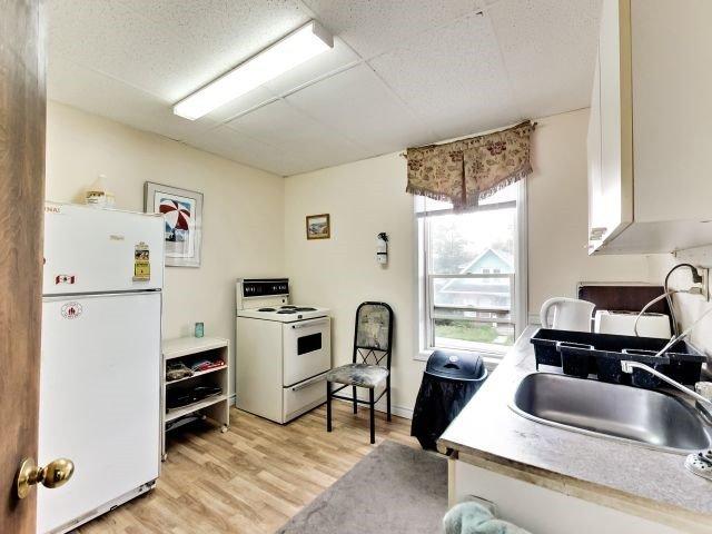 Duplex at 264 Athol St E, Oshawa, Ontario. Image 2
