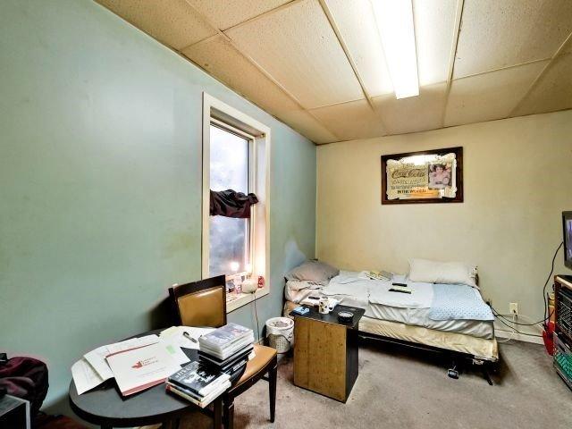 Duplex at 264 Athol St E, Oshawa, Ontario. Image 4