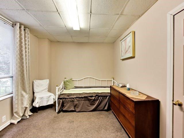 Duplex at 264 Athol St E, Oshawa, Ontario. Image 5