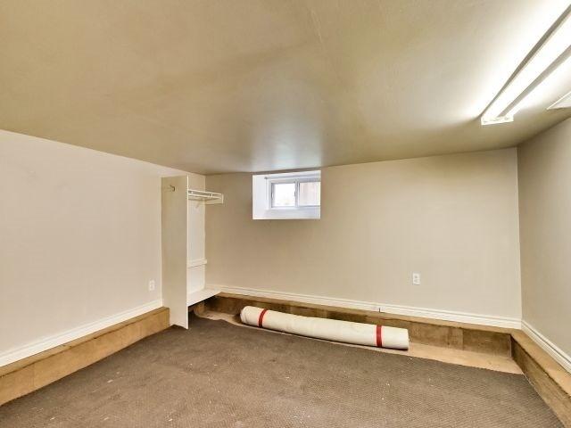 Duplex at 264 Athol St E, Oshawa, Ontario. Image 8
