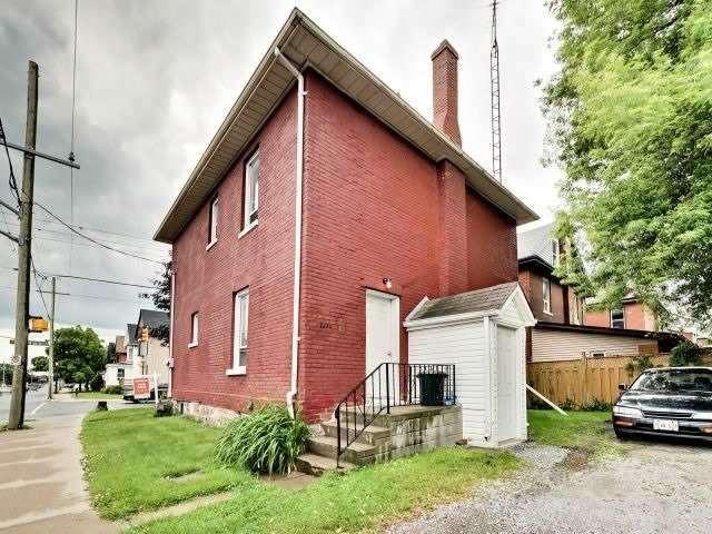 Duplex at 264 Athol St E, Oshawa, Ontario. Image 9