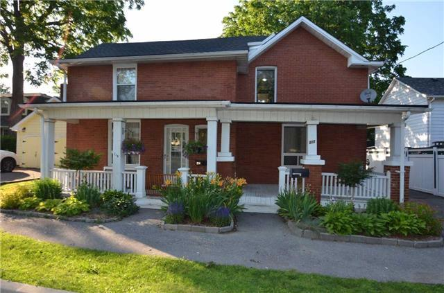 Detached at 212-214 John St W, Whitby, Ontario. Image 9
