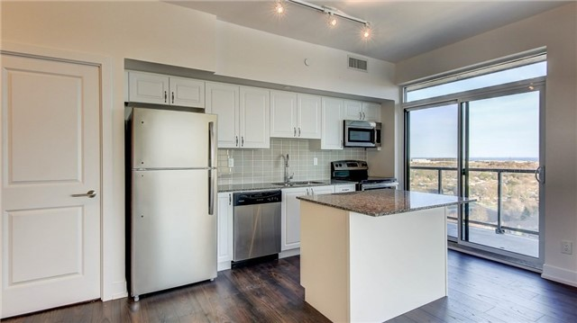 Condo Apartment at 1215 Bayly St, Unit 1605, Pickering, Ontario. Image 5