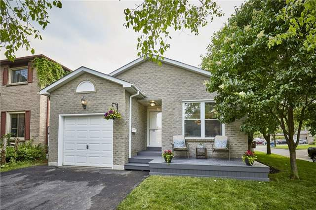 Detached at 32 Regency Cres, Whitby, Ontario. Image 1