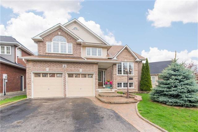 Detached at 5 Stillwater Crt, Whitby, Ontario. Image 1