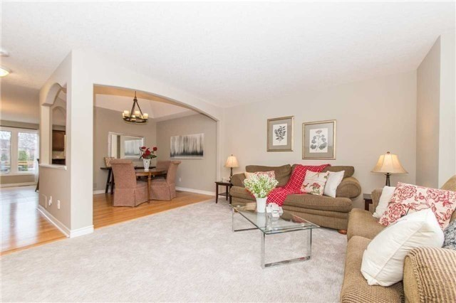 Detached at 5 Stillwater Crt, Whitby, Ontario. Image 19