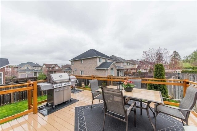Detached at 5 Stillwater Crt, Whitby, Ontario. Image 11