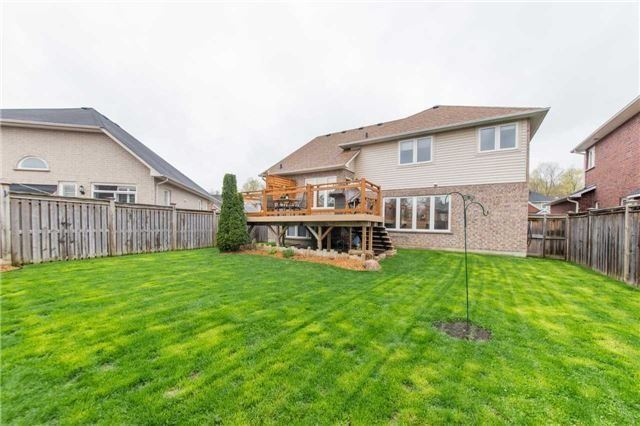 Detached at 5 Stillwater Crt, Whitby, Ontario. Image 13