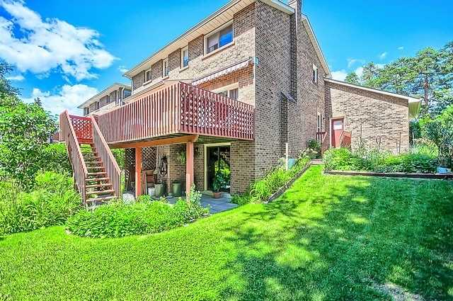 Detached at 1220 Abbey Rd, Pickering, Ontario. Image 9