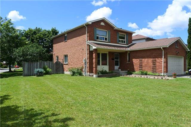 Detached at 12 Stafford Cres, Whitby, Ontario. Image 8