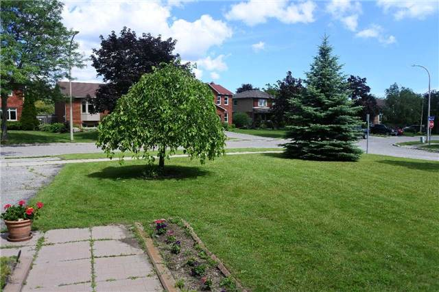 Detached at 12 Stafford Cres, Whitby, Ontario. Image 12
