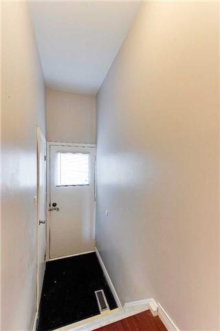 Semi-detached at 435 Harcourt Dr, Oshawa, Ontario. Image 7