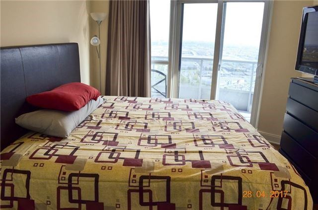 Condo Apartment at 135 Village Green Sq, Unit Ph18, Toronto, Ontario. Image 4