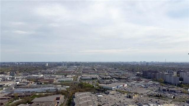Condo Apartment at 135 Village Green Sq, Unit Ph18, Toronto, Ontario. Image 7