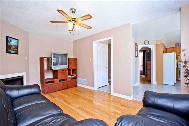 Detached at 30 Virginia Dr, Whitby, Ontario. Image 19