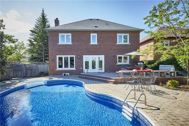 Detached at 1 Kilbride Dr, Whitby, Ontario. Image 9