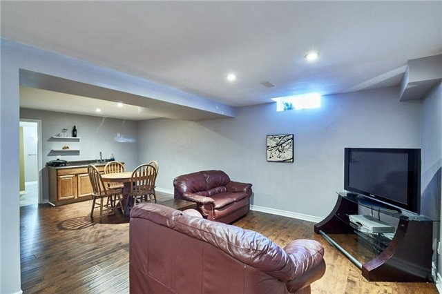 Detached at 1 Kilbride Dr, Whitby, Ontario. Image 11