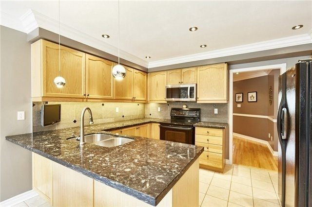 Detached at 25 Lonsdale Crt, Whitby, Ontario. Image 12