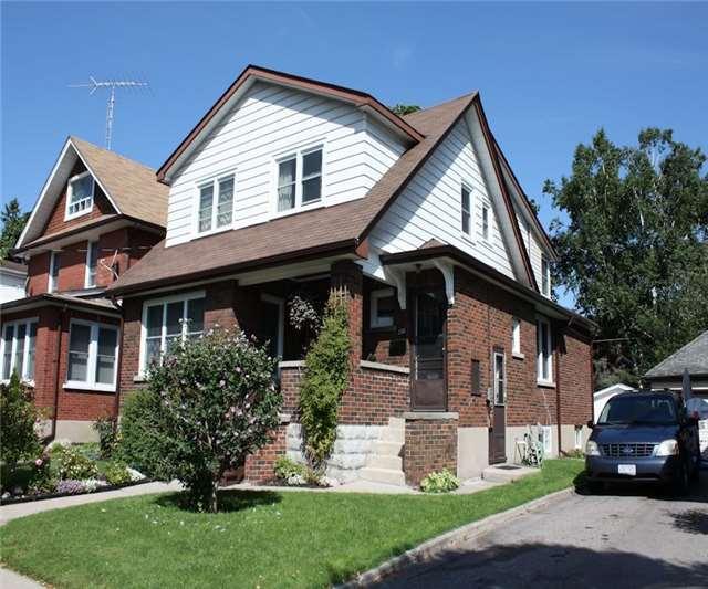 Triplex at 348/350 Arthur St, Oshawa, Ontario. Image 1