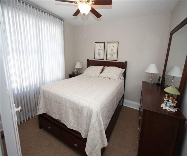 Triplex at 348/350 Arthur St, Oshawa, Ontario. Image 12