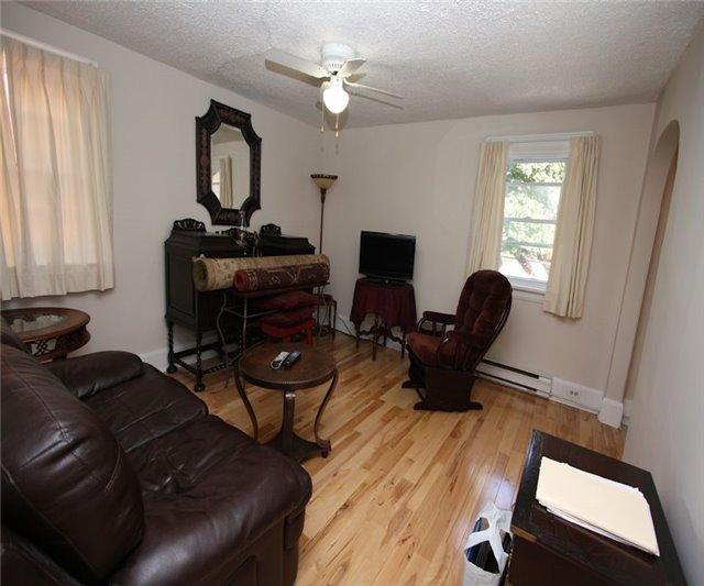 Triplex at 348/350 Arthur St, Oshawa, Ontario. Image 17