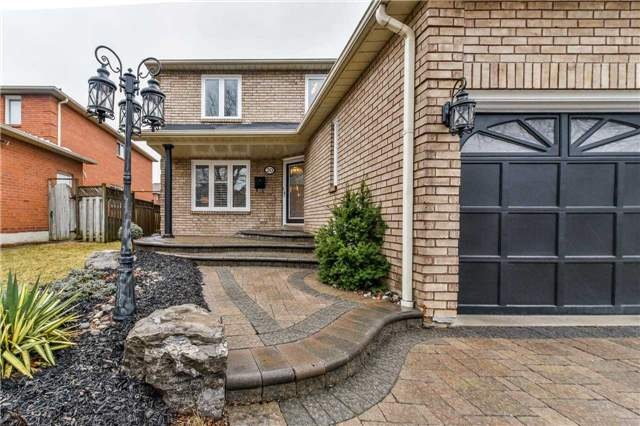 Detached at 20 Mantell Cres, Ajax, Ontario. Image 12