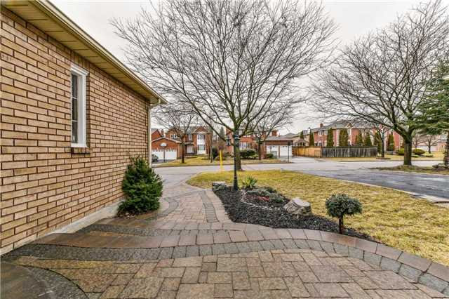 Detached at 20 Mantell Cres, Ajax, Ontario. Image 14