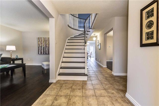 Detached at 20 Mantell Cres, Ajax, Ontario. Image 15