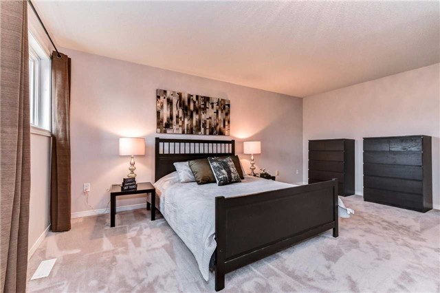 Detached at 20 Mantell Cres, Ajax, Ontario. Image 3