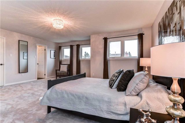 Detached at 20 Mantell Cres, Ajax, Ontario. Image 4