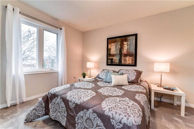 Detached at 20 Mantell Cres, Ajax, Ontario. Image 6