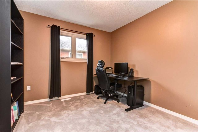 Detached at 20 Mantell Cres, Ajax, Ontario. Image 8