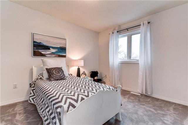 Detached at 20 Mantell Cres, Ajax, Ontario. Image 9