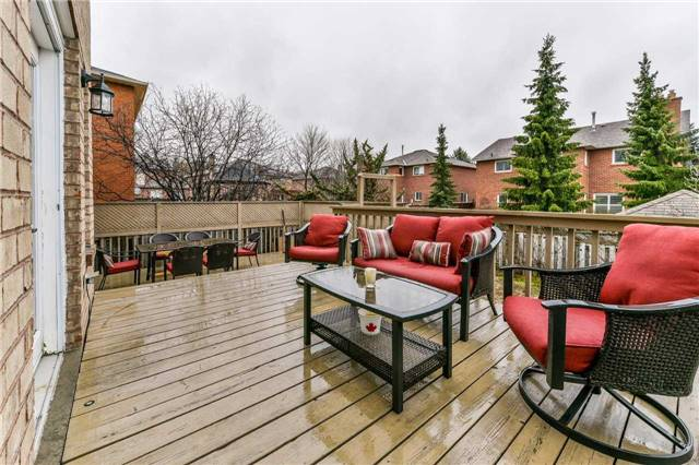 Detached at 20 Mantell Cres, Ajax, Ontario. Image 11