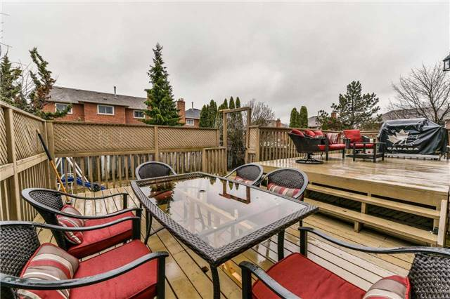 Detached at 20 Mantell Cres, Ajax, Ontario. Image 13