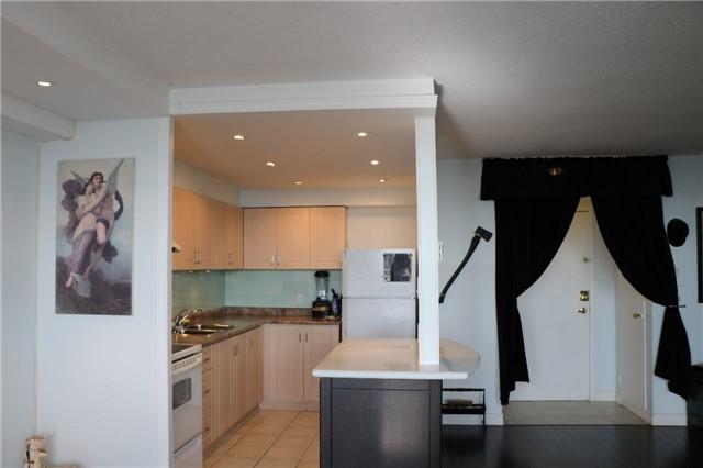 Condo Apartment at 2550 Pharmacy Ave, Unit 1701, Toronto, Ontario. Image 6