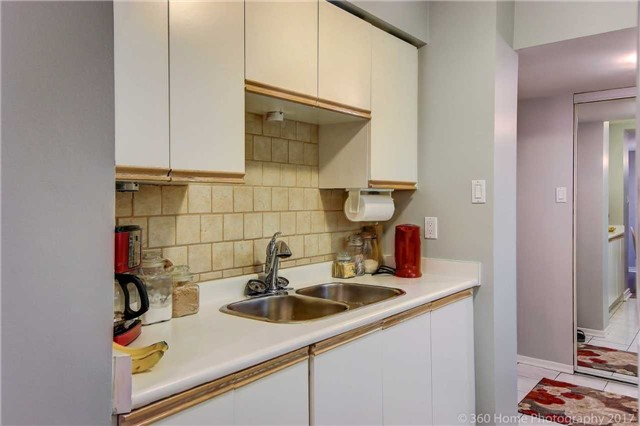Condo Apartment at 1525 Diefenbaker Crt, Unit 104, Pickering, Ontario. Image 2