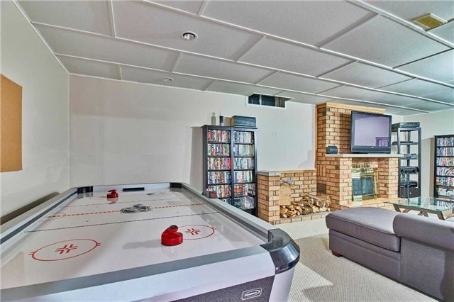 Detached at 56 Canadian Oaks Dr, Whitby, Ontario. Image 2